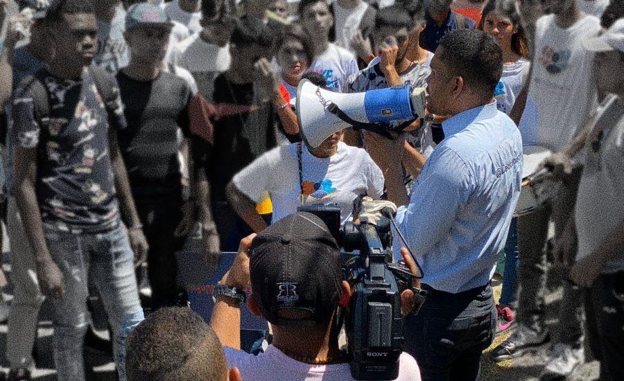 Leocenis garcía en publico hablando